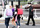登校児童の見守り、佐賀県警と連携で活動 マクドナルド小城店