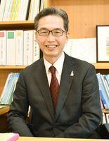 伊万里市民図書館長に就任した鴻上哲也さん