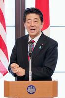 日米安全保障条約署名60年の記念式典であいさつする安倍首相=19日午後、東京都港区の飯倉公館(代表撮影)