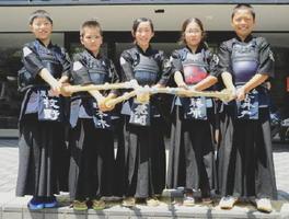 愛知県から参加した安城篠目振風会の選手たち=県総合体育館