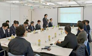 唐津市の経済発展を議論する「市中小企業・小規模企業振興会議」の初会合=市民交流プラザ