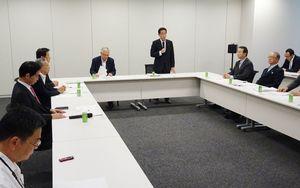 フリーゲージトレインの技術開発などについて議論した与党整備新幹線建設推進プロジェクトチームの会合=東京・永田町の衆院第2議員会館