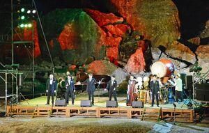 泉山磁石場をライトアップして開かれたアリタ・クラスパ!のグランドフィナーレ=有田町の泉山