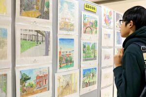 中学生が美術の授業で描いた作品=佐賀市のエスプラッツ