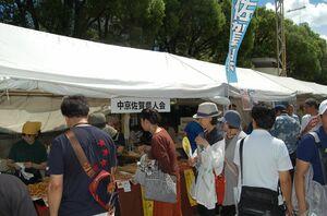 にぎわう佐賀県人会のブース。豪雨に対する義援金の募金活動もあった=名古屋市
