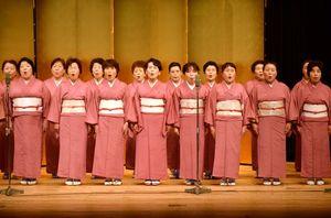 創立55周年記念の「全国吟剣詩舞道大会」では会員が吟詠を披露する(写真は50周年記念大会の様子)