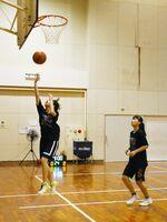 全国大会につながる9月の県予選に向けて、練習に励む選手たち=唐津市の西唐津中体育館