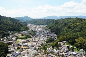 「有田の文化的景観」の一翼を担う内山地区の風景(東から)
