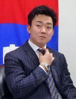 契約更改を終え記者会見する中日の小笠原=23日、ナゴヤ球場