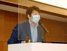 スポーツ選手の歯のケアについて話す寺谷烈さん=佐賀市のホテルマリターレ創生佐賀