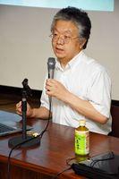 連絡協議会で講演する浜崎満治さん=佐賀市の県警本部