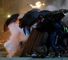 香港、デモ参加者400人拘束