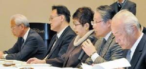 玄海原発再稼働に関し、賛否が分かれた委員会=佐賀市のホテルニューオータニ佐賀