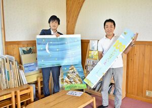 贈呈した前田賢司専務取締役営業本部長(左)と髙取義英園長=佐賀市の佐賀西部幼稚園・保育園