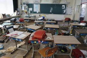 福島第1原発事故で今も全町避難が続く福島県双葉町。双葉南小の教室には、慌ただしく避難した当時のまま、ランドセルなどが残されていた。地震直後、何も持たずに校舎の外に逃げたという=9日
