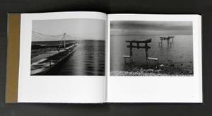 藤田満さんの写真集『麦藁帽子』。県内では有明海の風景などが収められている