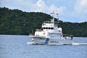パラオに供与された中型巡視船=13日、コロール(共同)