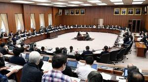 自由討議が行われた衆院憲法審査会=28日