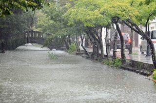 佐賀県内大雨、13日昼過ぎからピーク 10市町24万人に避難指示