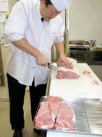 山形県米沢市が返礼品にしている高級ブランド牛肉「米沢牛」=1月