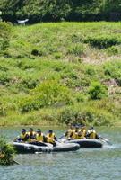 ドローン(左上)が救助を求める人の発見など、救助隊の活動を手助けした
