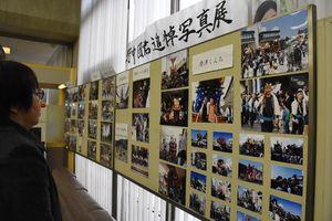 野中団さんの写真展。好きだった唐津くんちや市内の祭りの写真が並ぶ=唐津市大名小路の唐津信用金庫本店