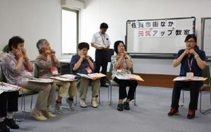 65歳以上を対象に週に1回開く「佐賀市街なか 元気アップ教室」=佐賀市白山のエスプラッツ