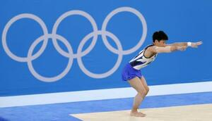 男子個人総合決勝 北園丈琉の床運動=有明体操競技場