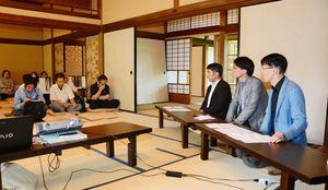 「ジャパンエキスポ」の手応えと課題を報告する作陶家ら=唐津市の旧大島邸