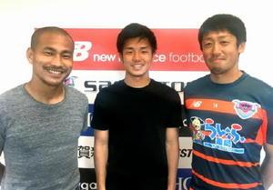 ゲストの石川啓人選手(中央)を囲むMCの高橋義希選手(右)と吉田豊選手