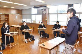 佐賀のニュース 多久市の将来像探る 東原庠舎中央校で「未来発見塾」