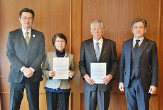 シニア活動応援、2団体に助成金 生命保険協会佐賀県協会