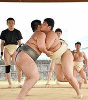SSP杯を目前に控え、調整を続ける多久高の相撲部員たち=多久市の同校