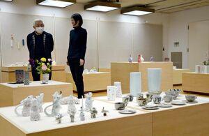 力作が並ぶ九州陶磁器デザイナー協会展=有田町の県立九州陶磁器文化館