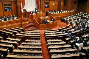 主な野党が欠席する中、開かれた参院本会議=25日