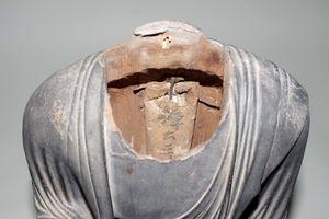 仏像の内部に収められていた経典の包み(福岡市博物館提供)