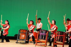 部門の開幕を息の合った演舞で飾る嬉野の生徒