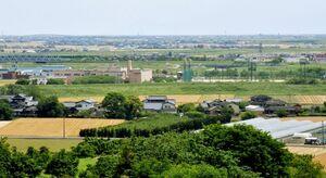 サッカー場整備が計画されている小城市牛津町。市は牛津保健福祉センター(中央左)と牛津総合公園(同右)との連携による交流人口の増加に期待する
