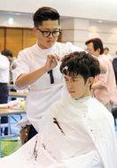 理容師の技術競う
