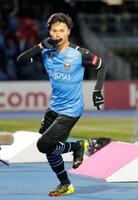 川崎―C大阪 後半、ゴールを決め、駆けだす川崎・三笘=等々力