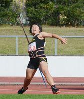 陸上女子やり投げ 39メートル31で優勝した清和の江越由華=11日、佐賀市の県総合運動場陸上競技場