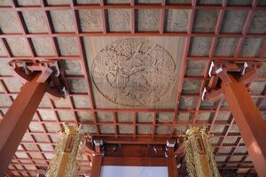 大串さんが原画を担当した彫刻=佐賀市の大興寺本堂天井