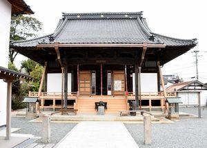 秘仏の子安観音が公開される安生寺の本堂=鳥栖市田代本町