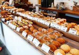 約80種類のパンを提供する「BAKERY M's」。取り置き可