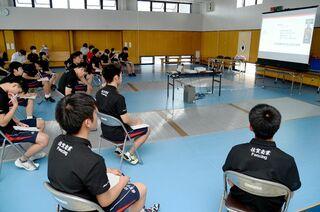 <SSP杯>フェンシング試合映像、日本代表が分析 ネットで課題を助言も