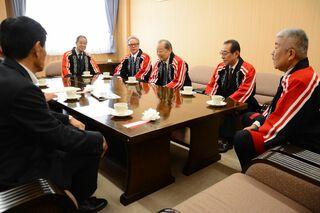 唐津曳山取締会新幹部が市役所訪問