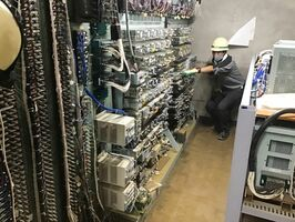 浸水被害に遭った大町駅構内の機器室(JR九州提供)