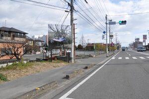 南部バイパス沿いの広告看板に設置された作品=佐賀市本庄町袋