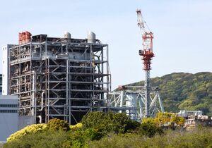 20日から煙突の撤去工事が再開される九州電力旧唐津発電所=唐津市二タ子