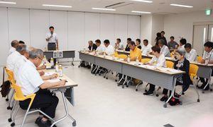 本年度の取り組みなどを決めた武雄市新幹線活用プロジェクトの総会=武雄市役所